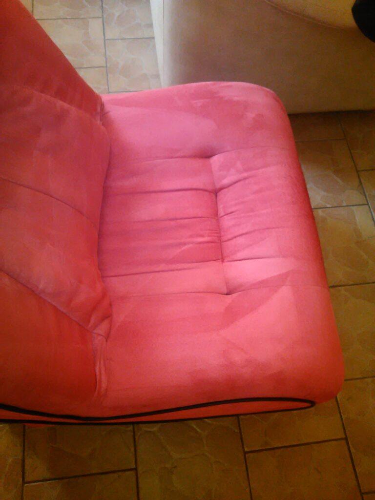 Odplamiona, wyczyszczona i wyprana tapicerka fotela.